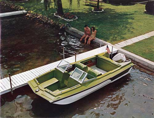 Duo Ranger 17 shown with optional twp-tone hull.