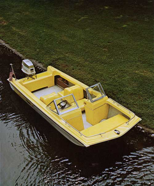 Duo Ranger 15 shown with optional two-tone hull.