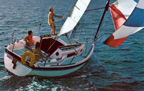 Onboard the CAL 25 Yacht - The Benefit - Adjusting the Sails