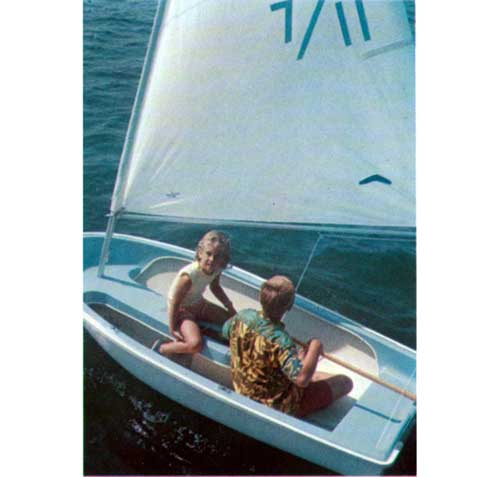 Kids sailing in the O'Day Seven-Eleven 7-11 Sailboat