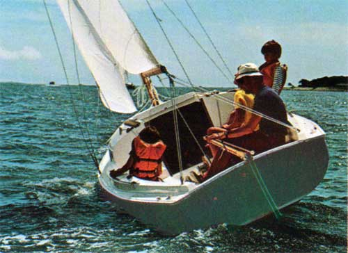 Sailing on the O'Day Mariner 2-2