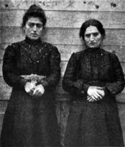 Photo 06 - Two Russian Women At Ellis Island