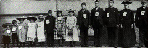 Dutch Family Of Thirteen - Immigrants At Ellis Island