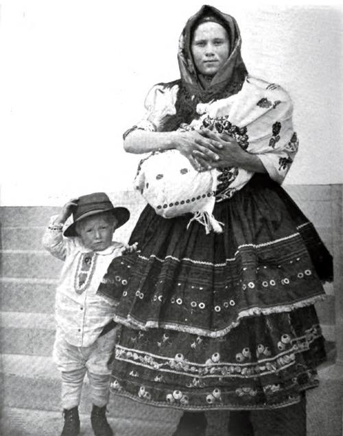 Slovak Mother And Children At Ellis Island