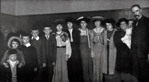 Large Scotch Immigrant Family At Ellis Island
