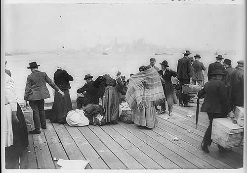 Immigrants Awaiting Transfer - Ellis Island (1912)
