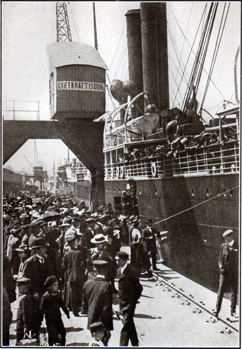 Passengers of Steerage circa 1905