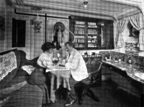 Photo02 - The Manicure Parlor On A Modern Steamship