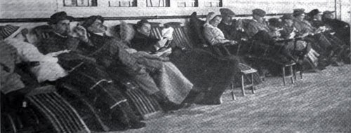 Photo01: A Characteristic Chain Of Steamer Chair Loungers On The Promenade Deck