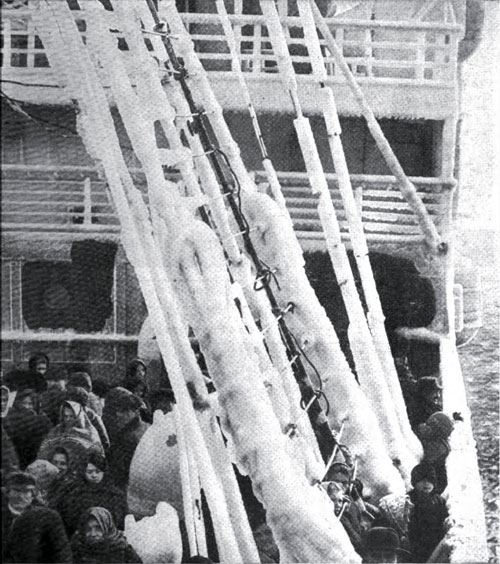 Photo20: Immigrants On The Kronprinzessin Cecilie Experience A Touch Of Winter