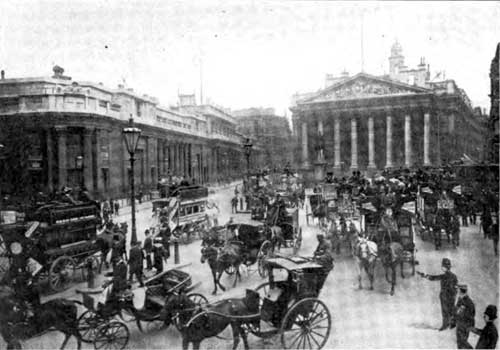 Photo 04: Mansion House Circus, In Front Of The Royal Stock Exchange, Where London Traffic Centers