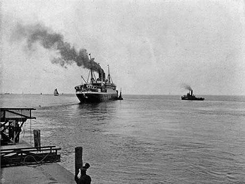 Photo 001: Departure from Cuxhaven of the S.S. Blücher