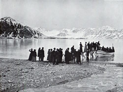 Photo 071: Passengers boarding tender at Bellsund Fjord, Spitsbergen