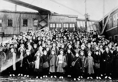 British Immigrant Children At Landing Stage - Saint John, NB