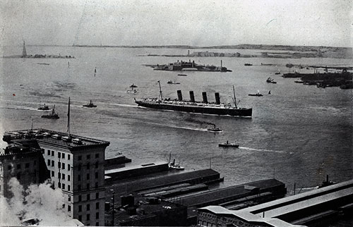 RMS Lusitania in New York Harbor