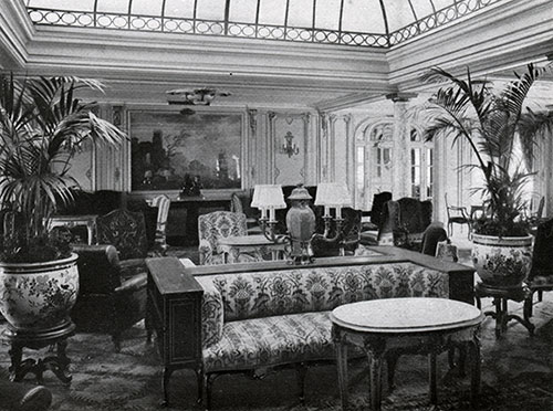 Mixed Use Lounge of the First Class