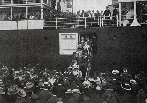 Passengers disembarking at the Scandinavian-American Line pier in New York.