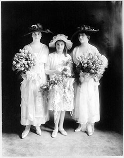 Advice for Bridesmaids' Gowns and Accessories - 1910
